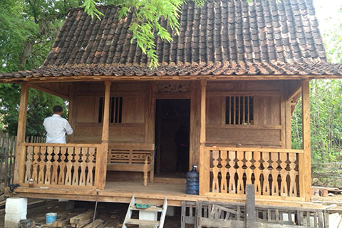 classic javanese joglo wooden house gladag weeds 500x600 1